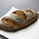 DEKO - クルミとクランベリーのパン