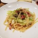 ビストロ オララ - アンチョビベーコンとキャベツのパスタ