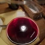 ビストロ オララ - 照明がワインの液体面に映って天使の輪が…