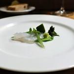 チニャーレエノテカ - 竹岡のヒラメ、溜まり醤油、  わさび菜、  ワインビネガーで和えた岩海苔を添えて