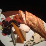 64043897 - チーズ盛り合わせ