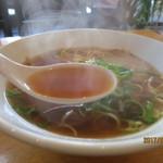 64043922 - スープはアッツ熱‥醤油ベースのスープは甘味がやや多め