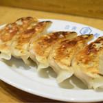 KITCHEN TACHIKICHI - ランチの餃子セット(5個)@税込620円:今回は焼き色バッチリ