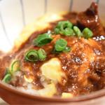 焼鳥スエヒロガリ - モツ煮とオムライス(小ぶり)。モツ煮をもっと頂きたい!