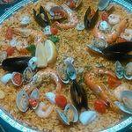 VIVAパエリア - たっぷり魚介のシーフードパエリアL3498円