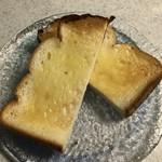 食ぱんの店 春夏秋冬 高速神戸店 - パン・ド・ミー、バタートーストでいただきま〜す