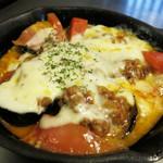 鉄板焼・お好み焼 加屋 - ナスとトマトのチーズ焼き 680円