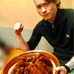 わだ泉 - これが5キロの醤油カツ丼です(友人の画像提供)【料理】