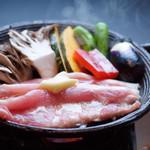 日本料理 桜ばし - 福井ポークと昇竜舞茸の陶板焼き