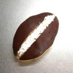 丸十ベーカリー - チョコ生クリーム。