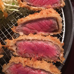 串亭 - 牛かつのアップ