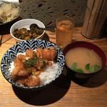 貝鮮市場 - 本日のランチ丼ぶり 油淋鶏500円
