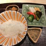 紀風 - 土鍋炊きのご飯       煮マグロ       ちりめんじゃこ       湯葉       赤出汁       お漬物と昆布の佃煮