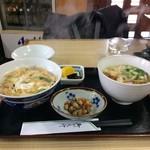 釜吉 うどん店 - 料理写真:B定食です、親子丼とミニうどん、小鉢、漬け物です(2017.3.17)