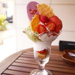 64061152 - 苺とピスタチオのパフェ