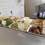 東洋大学 学生食堂 - 前菜を選びます
