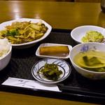 翡翠園 - 豚肉と野菜の黒酢炒めランチ