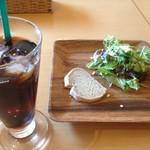 64066633 - カジュアルセットのサラダと米粉パン、アイスコーヒー