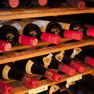 料理に合った豊富なワイン。グラスワインも多数ご用意してます。