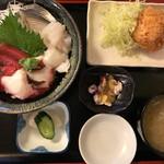 めんどり - 料理写真:刺身4点海鮮丼メンチ付御膳 920円