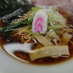 ラーメンみすゞ - スープは油膜で覆われています