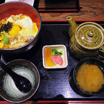 64074159 - 秋田県比内地鶏とフォアグラの親子丼~烏骨鶏の卵黄~ \1998