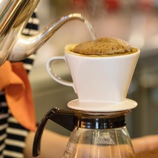 コーヒーは、仙台を代表する珈琲店「ホシヤマ珈琲」と同じ味わい