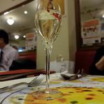 ラ・ムジカ - ワインコース(3杯で2480円)のスパークリング