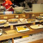 魚助食堂 - おばんざいコーナー。
