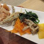 魚助食堂 - タケノコの土佐煮・若鶏の竜田揚げ・きびなごの南蛮漬け・野菜のナムル・たくあん