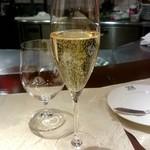 64079283 - シャンパン:1,800円