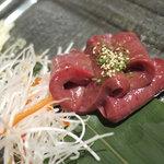 鹿児島黒毛和牛焼肉 Vache - レバ刺