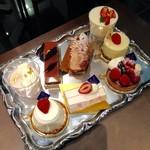 エスタシオン カフェ - ケーキのサンプルトレイ