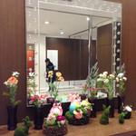 エスタシオン カフェ - エレベーターホールのディスプレイ