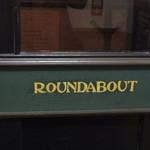 ラウンドアバウト - お店の看板