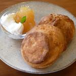 オルネカフェ - 料理写真:天然酵母スコーン2種 (プレーン、黒糖くるみ)