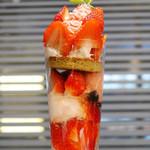 マウナケア - あまおういちごのパフェ