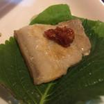 家新 - サムギョプサル(要予約)辛い味噌をつけて野菜に巻いて食べる
