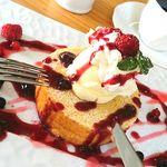カフェ チェリーブロッサム - 料理写真:キルシュバウム・ベリーベリー