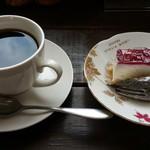 山ぶどう農園 野の香 - セットのミニレアチーズケーキとミニコーヒー