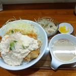 64091112 - チキン南蛮丼、ミニサラダ