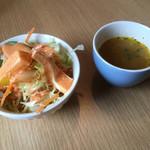MINA - セットにはサラダ、スープが両方つきます。かといってやっつけ感はなし。ちゃんとしてます。