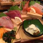 大漁市場 こんぴら丸 - よくばり御膳のお刺身と一品料理