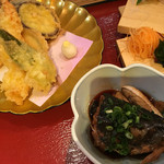 大漁市場 こんぴら丸 - よくばり御膳の天ぷらと煮物
