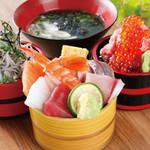 《贅沢に海の幸を満喫!》おすすめ!人気の海鮮小丼3種