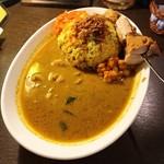 カーリースパイス - 料理写真:ゴールドマサラカレー ターメリックライス タンドリーチキンをトッピング