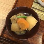 美松 - 本日の小鉢は、「肉じゃが」♡