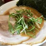 鳥白湯ラーメン はらや - エビソバ 特製には大きさチャーシュー2枚・味玉・海苔・鶏肉が入ってます