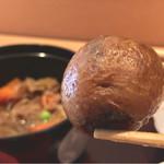 御料理 大嵓埜 - 肉じゃがのジャガイモは何と小芋を皮ごと使ってました!