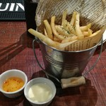 府中Dining&Bar レストハウス - バケツポテト。クリームチーズが結構あう。